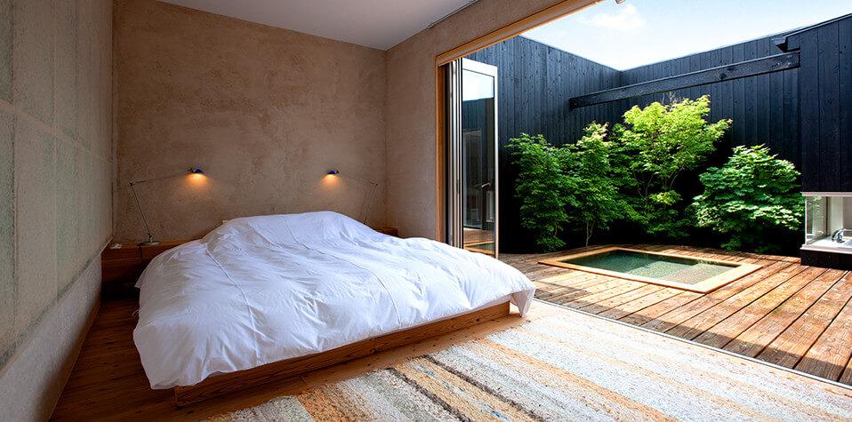 スタースイート寝室と檜露天風呂